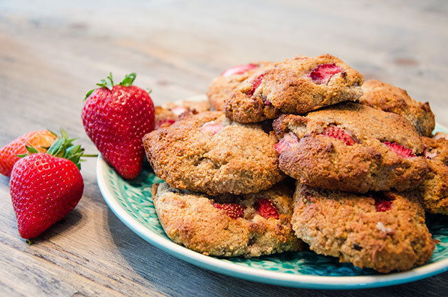 strawberry almond cookies recipe image